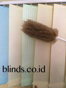 cara membersihkan vertical blinds