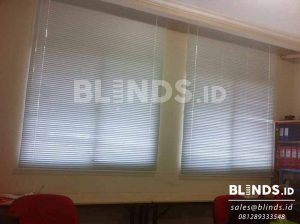 contoh horizontal blinds standard 25 mm series 148 white