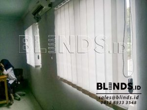 Jual Vertical Blinds Dimout Warna Putih Sp. 8814 White