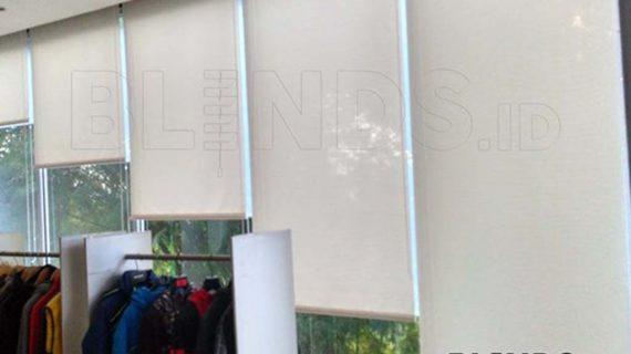Contoh Roller Blinds Solar Screen Warna Putih Di Bekasi