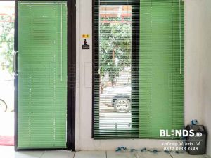 Contoh Venetian Blinds Deluxe Slatting 25 mm Sp. 057 Warna Hijau Q3695
