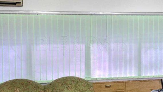 Tirai Vertical Bahan Dimout Green Cempaka Putih