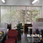 Vertical Blinds Seri Standar Grey Gedung Acs Slipi