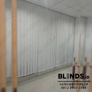 Vertical Blinds Bahan Blackout Sp.200-2 Beige Pasang Di Warung Jati Q4039