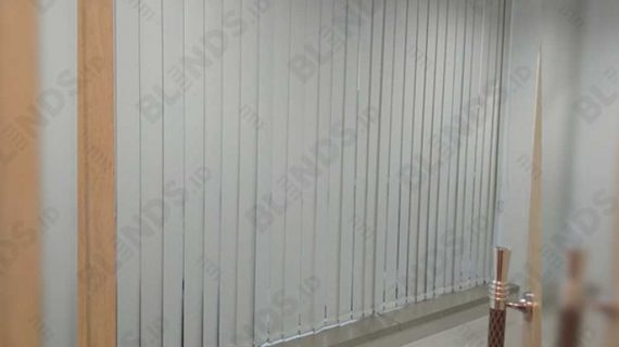 Vertical Blinds Bahan Blackout Beige Di Gedung Aldeoz