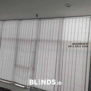 contoh vertical blinds bahan dimout 127mm sp.8001-6 grey pasang di Radio Dalam id4100