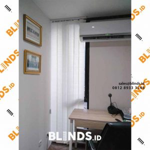 vertikal blinds dimout warna off white di Rawamangun id4155