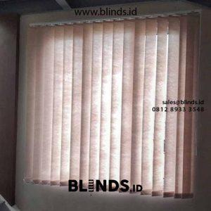 contoh vertical blinds bahan semi blackout warna beige di Bekasi id4214