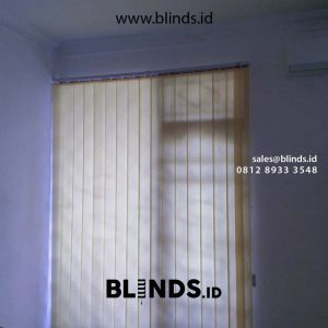 gambar vertical blinds dimout warna yellow di Cipinang id4256