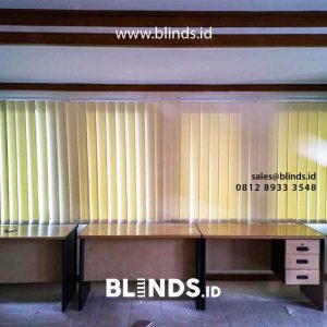 harga vertical blinds semi blackout warna cream sharp point di Gatot Subroto id4326
