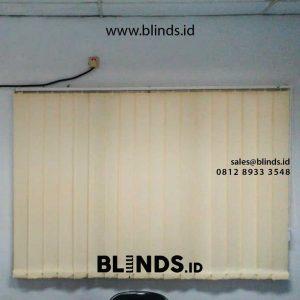 jual vertical blinds semi blackout warna cream di Marunda id4302