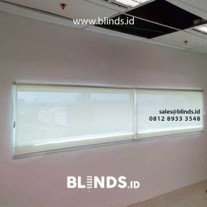 roller blinds bahan solar screen merk shunichi warna putih di springhill office id4329