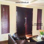 Jendela Pintu Cantik Dengan Venetian Blinds Di Muchtar Petukangan
