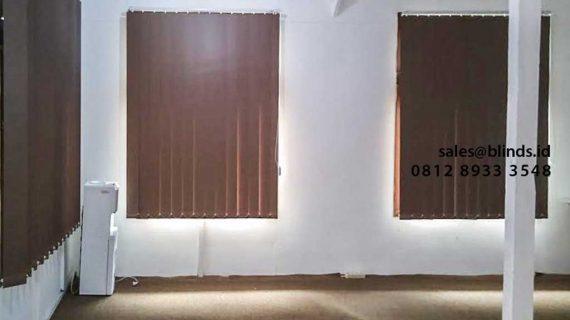 Vertical Blinds Warna Coklat Blackout Komplek Duren Sawit