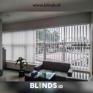 harga vertical blinds dimout warna grey di Petamburan id2694