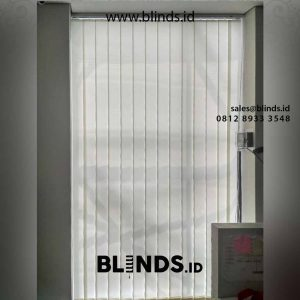 tirai vertical blinds bahan dimout off white di Cengkareng id4402