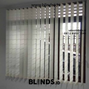 gambar vertical blinds blackout superior warna grey project Pasar Minggu id4530