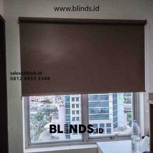 harga roller blinds blackout superior sharp point warna coklat di Sunter id4549