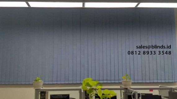 Contoh Vertical Blinds Warna Biru Gedung Marcella Square Bintaro
