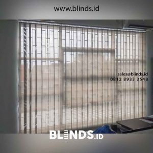 jual vertical blinds solar screen warna grey kombinasi white id4754