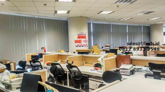 Model Vertical Blinds Grey Pasang Di Gedung Sampoerna Strategis Square