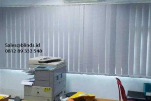 contoh vertical blinds bahan blackout warna grey di Marunda id4845