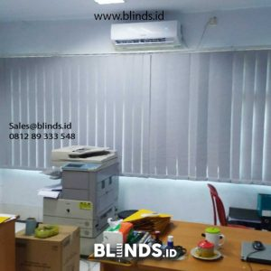 contoh vertical blinds bahan blackout warna grey di Marunda id4845