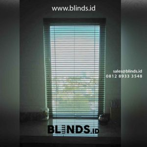 contoh wooden blinds tropical hard warna mahogani Apartemen Riverside Tower id4908