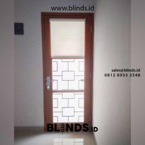 roller blinds murah bahan dimout warna putih di Cipedak id4905