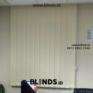 vertical blinds sharp point bahan dimout warna cream di Sudirman id4903