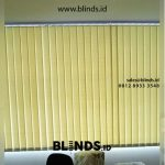 Gambar Pemasangan Vertical Blinds Curtain Semi Blackout Warna Hijau Di Ruko Boulevard Taman Tekno BSD
