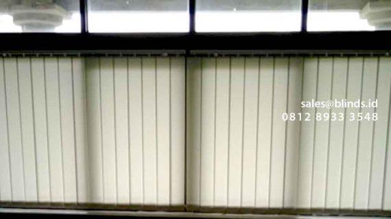 Contoh Vertical Blinds Merk Sharp Point Warna Grey Di Plaza Bisnis Kemang Jakarta Selatan