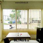 Gambar Gorden Vertical Blind Pasang Kawasan Lippo Cikarang