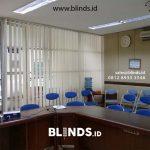 Vertical Blinds Semi Blackout Untuk Tampilan Ruang Kantor Lebih Professional
