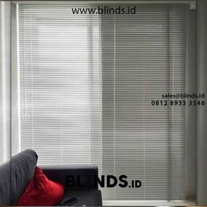 Keuntungan Menggunakan Tirai Venetian Blinds Pada Ruangan & Keuangan id5272